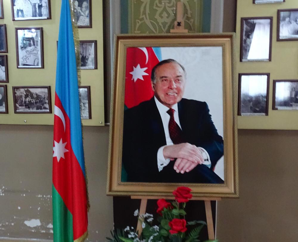 f1ffc9f2d77 Seniks aga tähistab aserbaidžaani rahvas iga aasta 15. juunil Rahvusliku  Päästmise Päeva, mil Geidar Alijevist sai president.